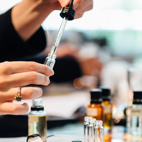Enchanted Worlds perfume workshop