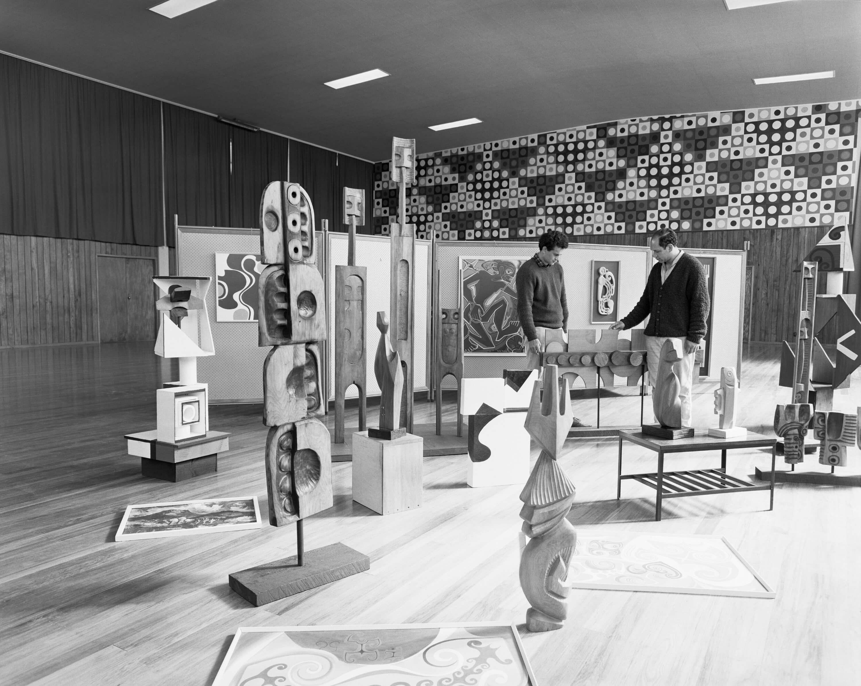 He Hītori mō ngā Whakaaturanga Whakatōpū Toi Māori o Nāianei: A History of Contemporary Māori Art Survey Exhibitions