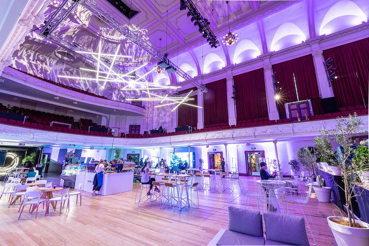 https://rfacdn.nz/conventions/assets/media/auckland-town-hall-great-hall-lighting-5.jpg