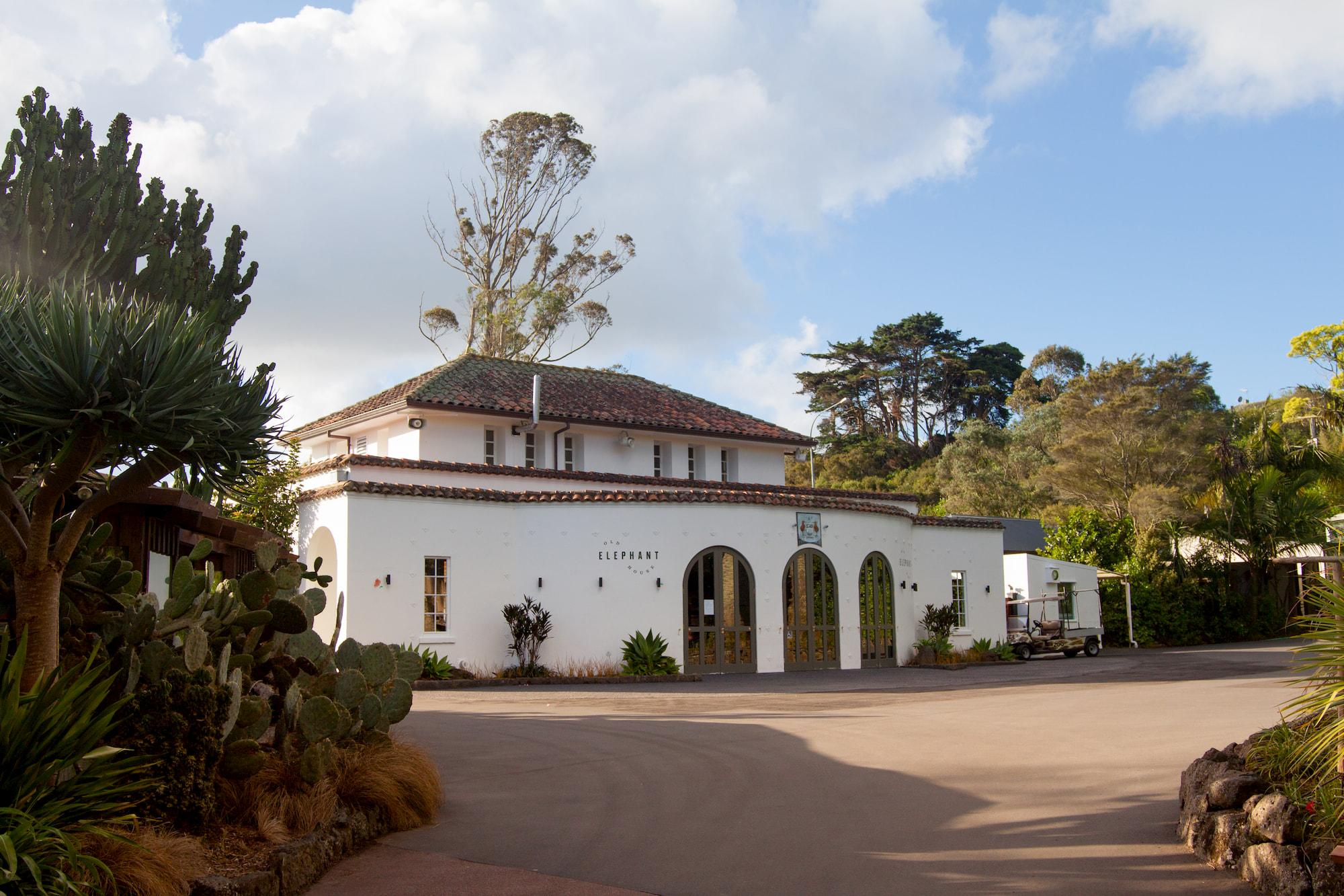 https://rfacdn.nz/conventions/assets/media/auckland-zoo-old-elephant-house-exterior.jpg