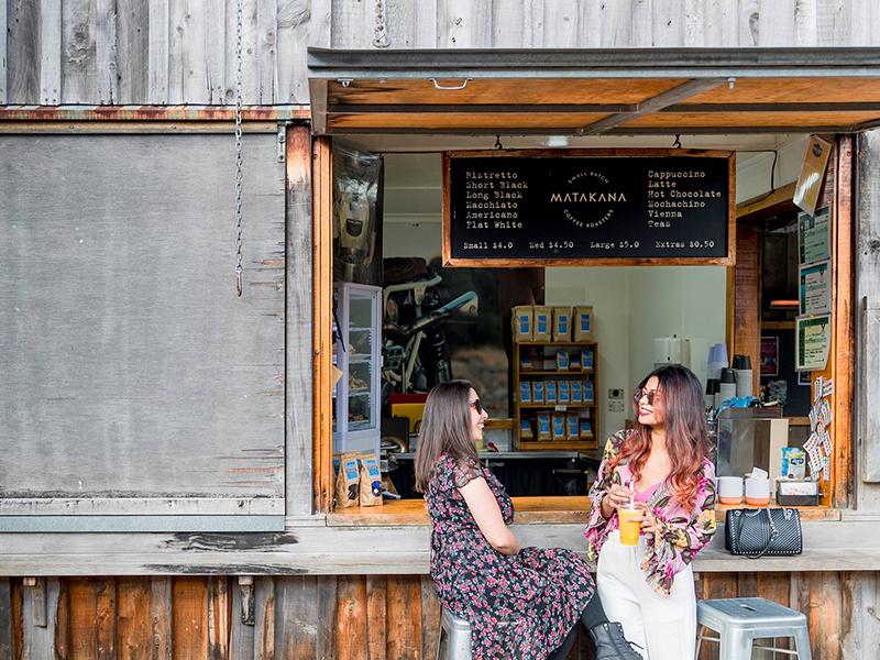 https://rfacdn.nz/corporate/assets/media/promoting-akl-as-a-destination-gallery-two-women-at-a-cafe-at-auckland-matakana-markets.jpg