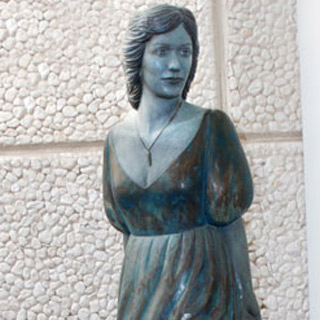Sculpture of Dame Kiri Te Kanawa
