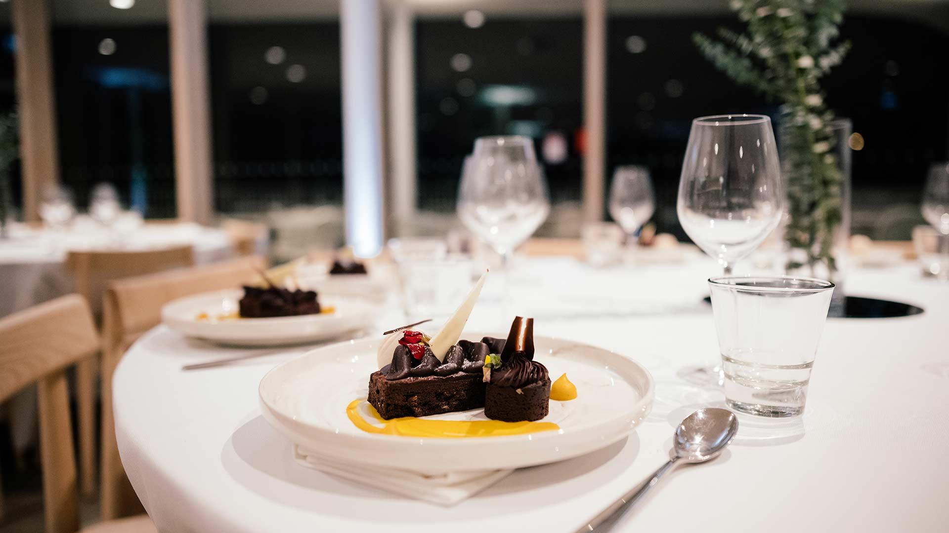 https://rfacdn.nz/zoo/assets/media/te-puna-banquet-dessert-gallery.jpg
